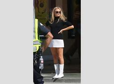 Margot Robbie Shows Off Her Legs in Mini Skirt - Featured ... Elise Build