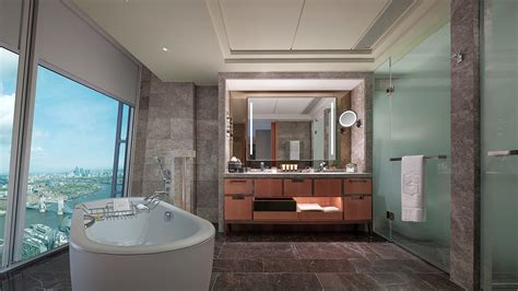 story  bathroom   shangri la   shard