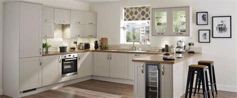howdens kitchen design burford stone kitchen range kitchen families howdens