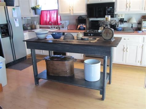 primitive kitchen island 18 best images about primitive kitchen islands on