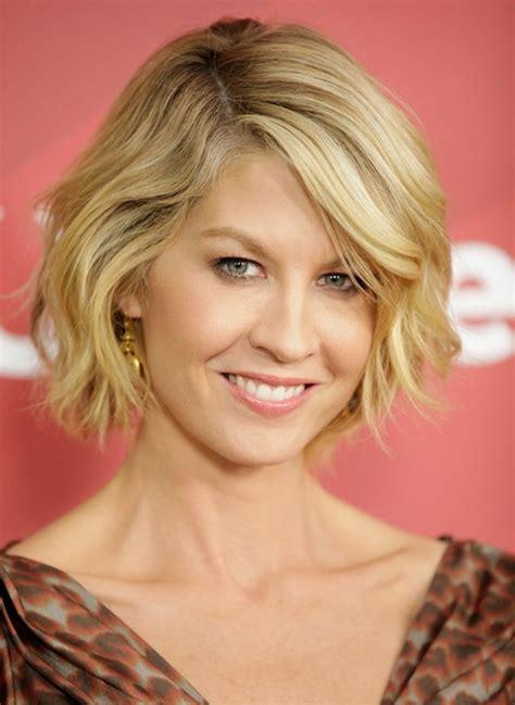 jenna elfmans short hairstyles blonde wavy bob