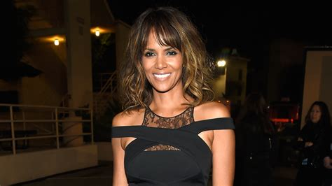 Halle Berry New Hairstyle by Halle Berry S New Hairstyle Is A Bowl Cut Today