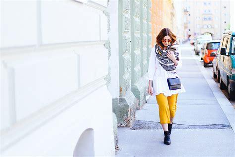 gelb kombinieren so gut kann die trendfarbe gelb kombinieren