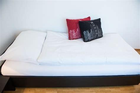 bett 1x2m bequemes bett comfortable bed 1x2m bild hotel