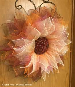 how to make a deco mesh wreath using two colors how to make a flower deco mesh wreath grillo designs