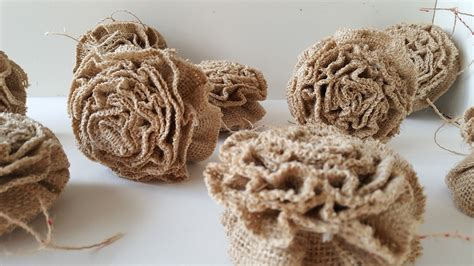how to geed burlap in a christmas ruffled burlap ornaments home for the honeycomb home