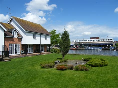 Peninsula Cottages Wroxham by Around About Britain Hotels B Bs Self Catering