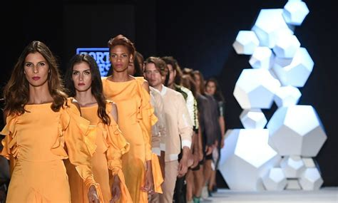 moda en colombia 2016 pantalla y dial elaquelarre pinzon las bolsas james