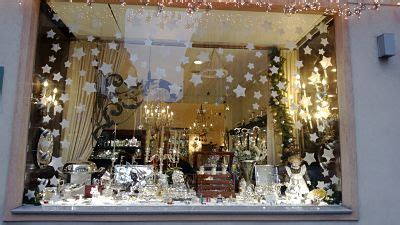 1000 ideas about christmas window display on pinterest xmas shop window with snow store window display ideas