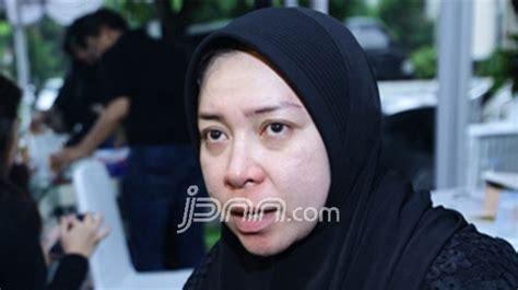 Khusus Untuk Wanita khusus untuk wanita melly goeslow gandeng gita gutawa jpnn
