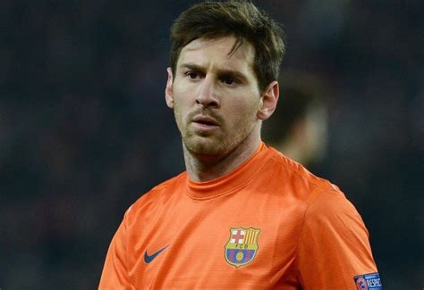 lionel messi fails to score penalty against