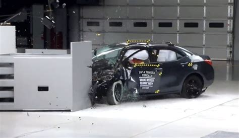 Toyota Camry Crash Test Rating 2014 Toyota Corolla Earns Marginal Rating In Small Overlap