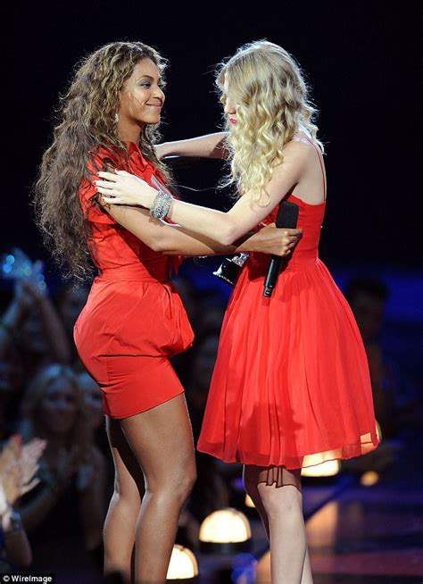 taylor swift mtv awards 2009 taylor swift and beyonce cried after kanye s vma invasion