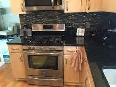 Which Color Subway Tile For Maple Cabinets And Granite - maple cabinets with subway tile backsplash and