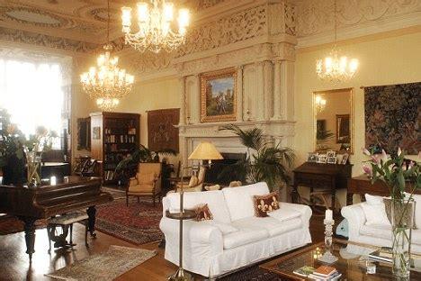 Tudor Sofa My 163 1 2m Taste Of Tudor Living Country House Daily Mail