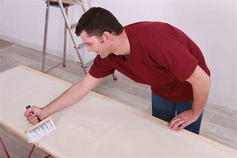 vinyltapete streichen spanplatte tapezieren 187 schritt f 252 r schritt zum perfekten