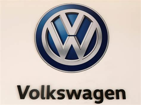 vw offers  step wage increase  german pay talks business insider
