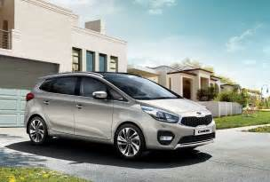 Kia Carens Facelifted Kia Carens Unveiled Goes On Sale This Year