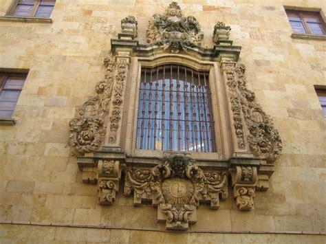c libreros madrid ventana decorada de arte barroco en la calle libreros