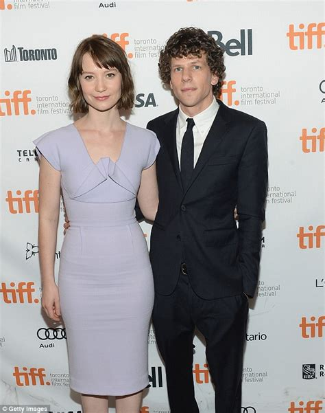 Cafe Kid Vanity Jesse Eisenberg S Girlfriend Anna Strout Is Pregnant With
