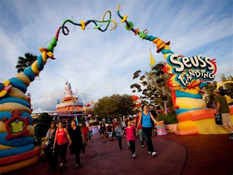 theme park names around the world top 10 amusement parks fans favorite theme parks