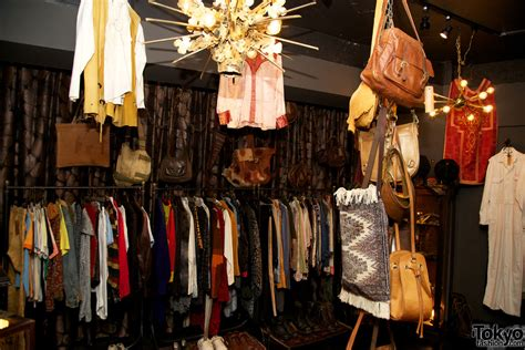 qosmos chic vintage fashion boutique in shibuya
