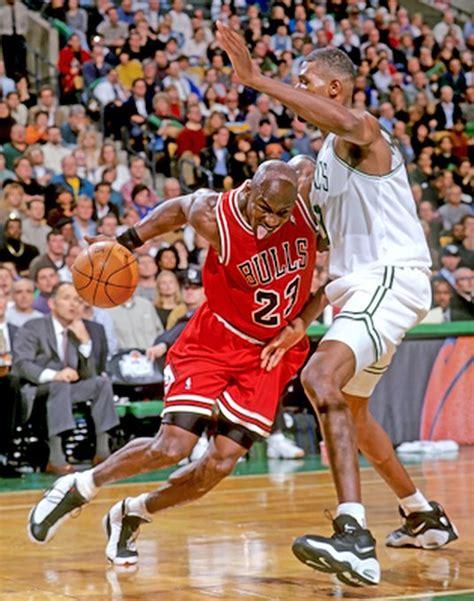 michael jordan 1998 nba finals michael jordan pictures mj attacking the paint in a bulls