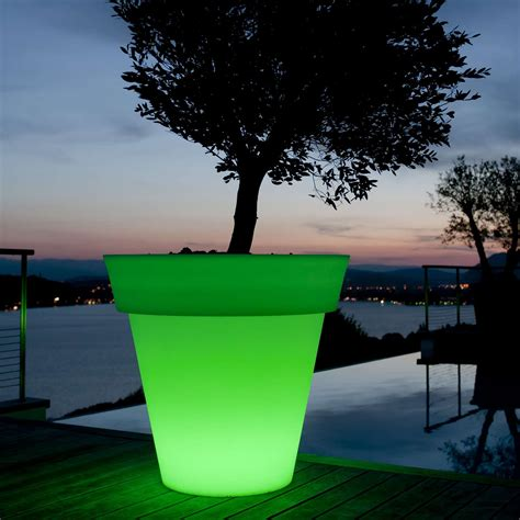 Lighted Planter by Gota Lighted Planter By Smart Green Ylighting