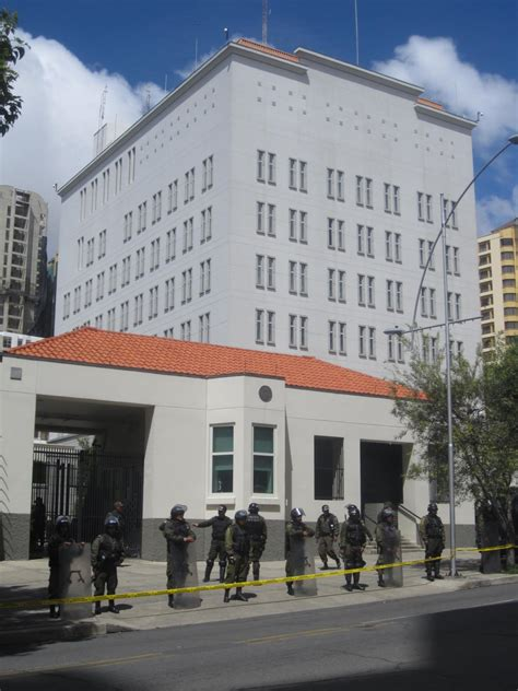 consolato bolivia file us embassy in la paz jpg wikimedia commons