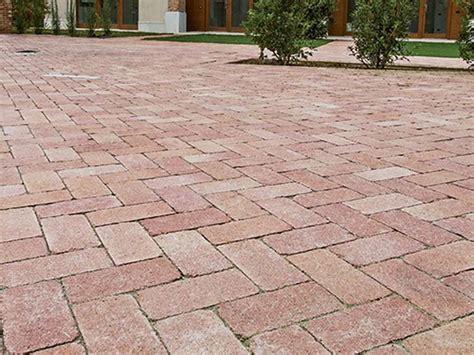 mattonelle per giardino prezzi mattonelle per giardini pavimenti per esterni guida