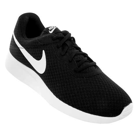 imagenes de zapatillas en blanco y negro tenis nike tanjun negro y blanco