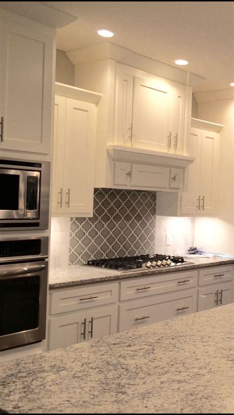 white shaker cabinets with granite best 25 granite backsplash ideas on