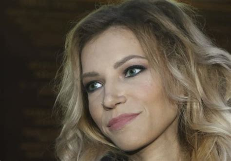russian singer banned from eurovision russian singer performs in crimea