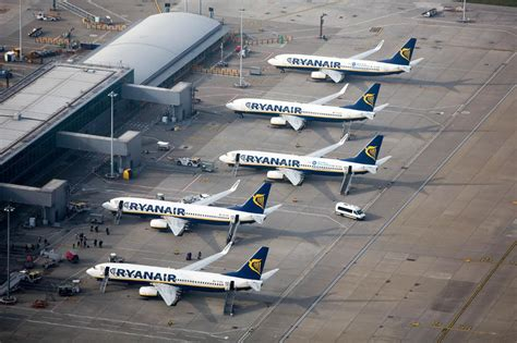 ryanair  size bag qualifies  hand luggage telegraph