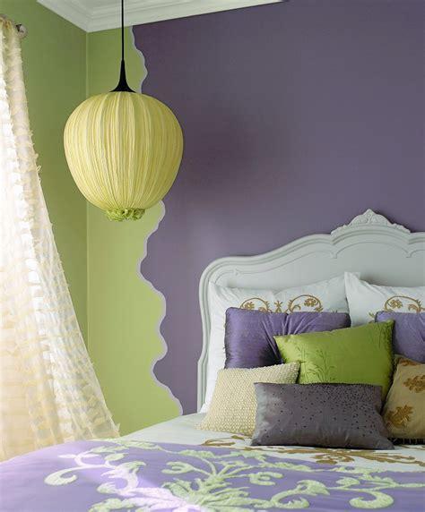 i love the color in this bedroom the bold red accent wall sypialniazachwycająca i nie droga pytania