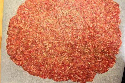come cucinare il polpettone in padella polpettone di carne in padella con funghi e scamorza