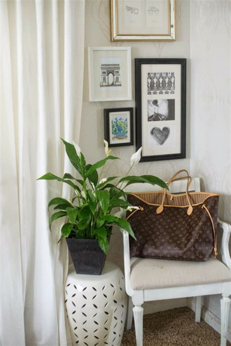 beistelltisch schlafzimmer mit zimmerpflanzen das zuhause dekorieren 60 beispiele