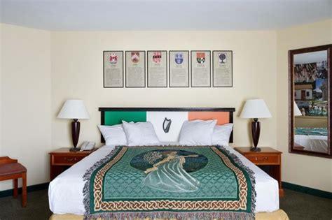 theme hotel kansas city kc irish heritage themed room picture of 816 hotel