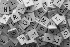 lo scrabble gioco delle lettere di alfabeto giocattolo mattone