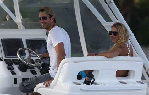 Kournikova Does The Thing by Enrique Iglesias And Kournikova Are On Vacation In Mexico