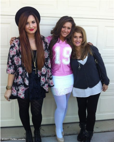 demi lovato biography family thanksgiving photo of demi lovato more photos under surfme