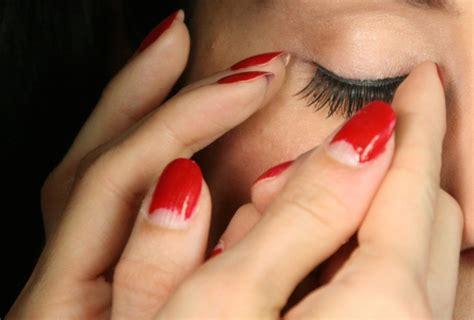 Nägel Lackieren Ohne Patzer moon manicure tutorial der nagelstyle der 30er und 40er