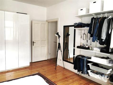 kleiderschrank mit vielen fächern 17 ideen zu offener kleiderschrank auf
