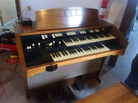 Organ L hammond l 100 with optional mini vent leslie simulator