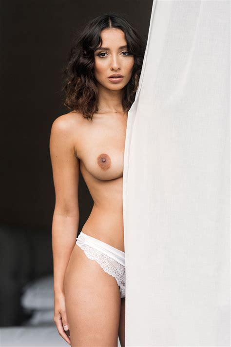 Hot Brunette Nicola Paul Topless Shows Tits With A Big Areolas
