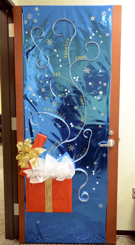 christmas door decorating door decoration contest sparks new tti tradition texas a