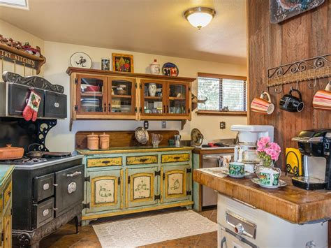 Farmhouse Kitchen Ideas On A Budget by Victorian Farmhouse With Western Memorabilia Vrbo