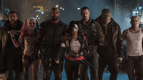 3 Blind Mice Story Film Review Squad Will Smith Margot Robbie In