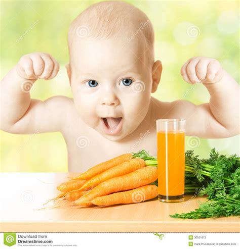 imagenes niños fuertes ni 241 o sano y fuerte con el vidrio fresco del jugo de