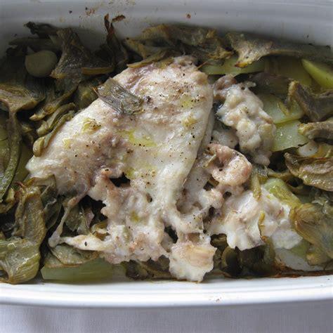 pesce su letto di patate filetti di sarago su letto di carciofi e patate fresco pesce